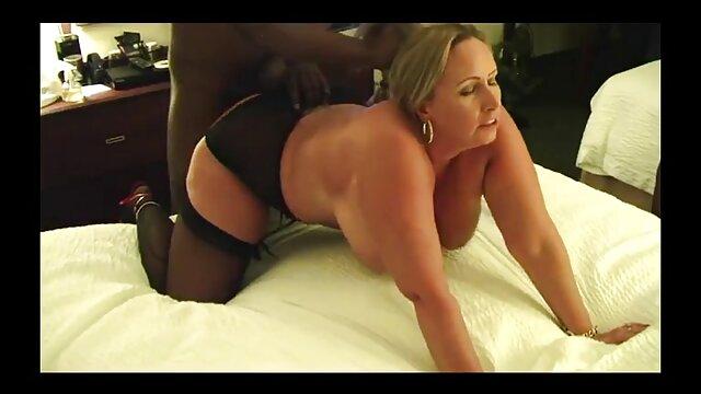 2 x video subtitulado chicas sexy con hermosas tetas. K & A
