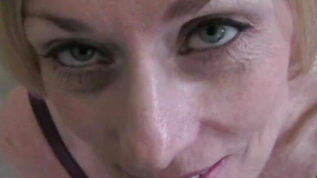 Lesbianas gf pussylicked después de la sesión de subtitulado español xxx besos