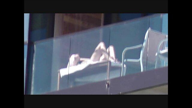 Kenna gime mientras su coño porno online subtitulado mojado gotea de pura satisfacción