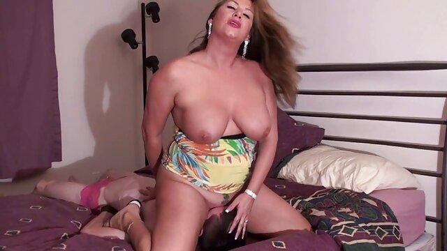 Kayla xxx hentai sub español masturbación con la mano