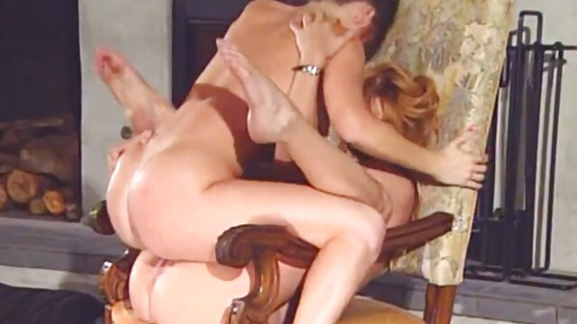 Dos milfs calientes puños folladas porno con sub español y embotelladas