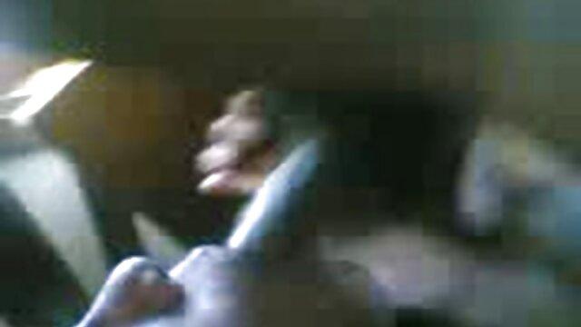 linda mami de grandes tetas obtiene una porno ingles subtitulado polla blanca monstruosa delante de dorky
