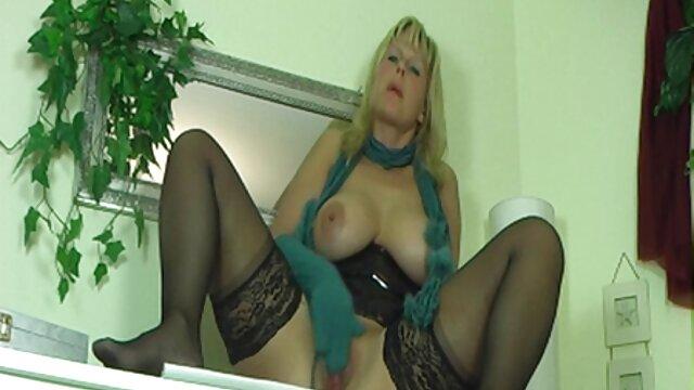Belle Claire Dons lencería para trío con DP porno anime sub español